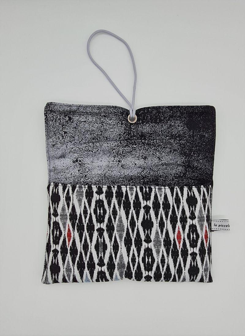 Kleinesbild - Universaltäschchen, Reiseetui, Clutch, Kosmetiktasche in schwarz weiß, handmade by la piccola Antonella