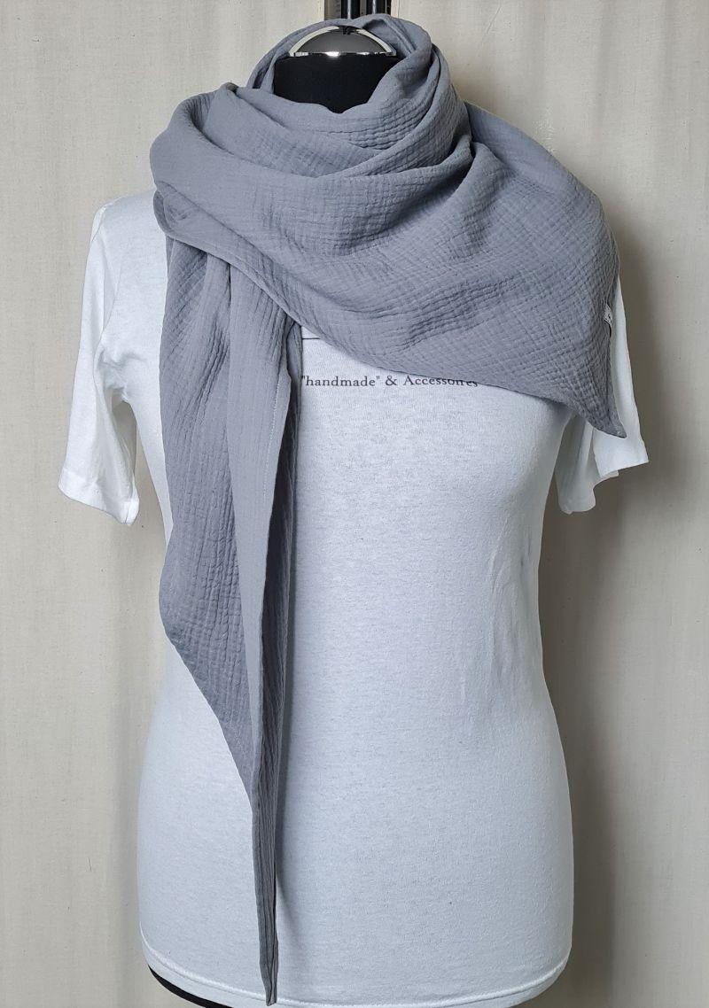Kleinesbild - Dreieckstuch aus Musselinstoff, Musselintuch in grau, leichter Schal, handmade von la piccola Antonella