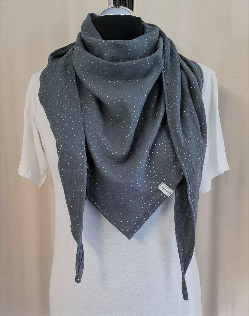 Kleinesbild - Dreieckstuch aus Musselinstoff in dunkelgrau mit silbernen Punkten, Musselintuch, leichter Schal, handmade von la piccola Antonella