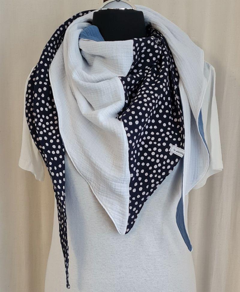 Kleinesbild - Dreieckstuch aus Musselinstoff in marine weiß jeansblau, Musselintuch, leichter Schal, handmade von la piccola Antonella