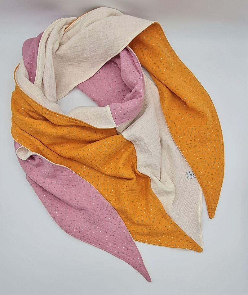 - Dreieckstuch aus Musselinstoff in gelb rosa naturweiß, Musselintuch, leichter Schal, handmade von la piccola Antonella - Dreieckstuch aus Musselinstoff in gelb rosa naturweiß, Musselintuch, leichter Schal, handmade von la piccola Antonella
