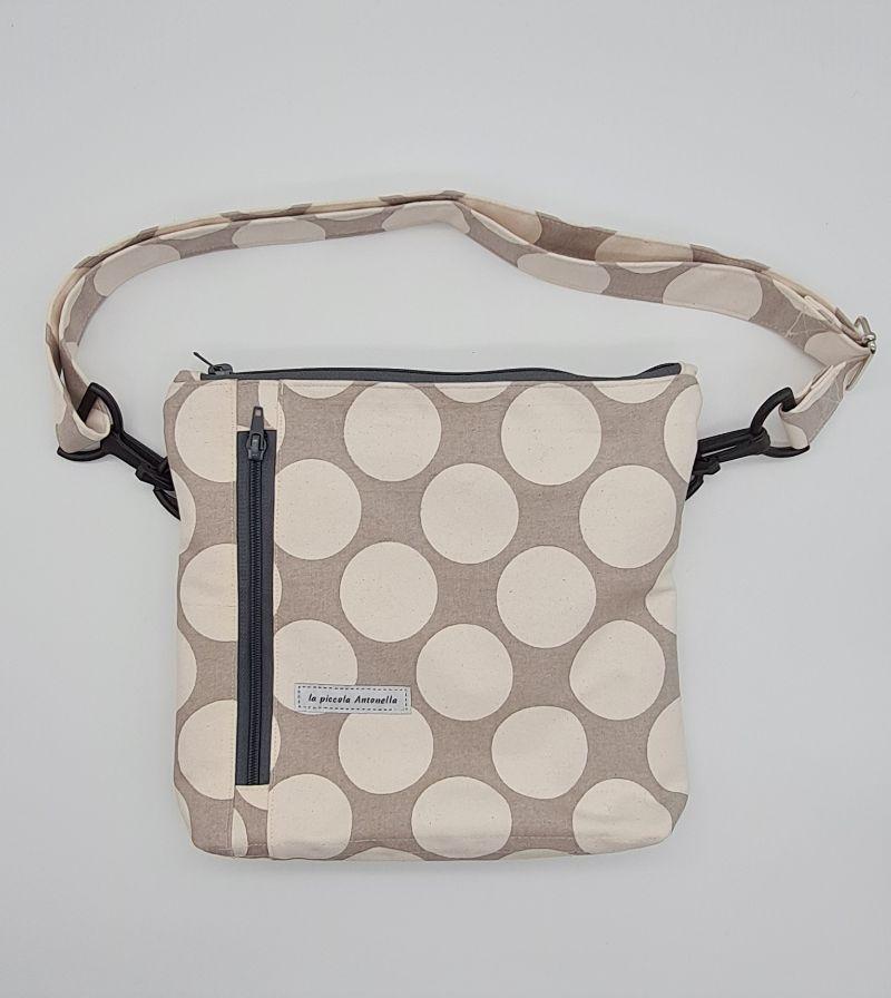 Kleinesbild - Bauchtasche Dots in grau beige, tragbar auch als Crossbag, Umhängetasche, handmade by la piccola Antonella