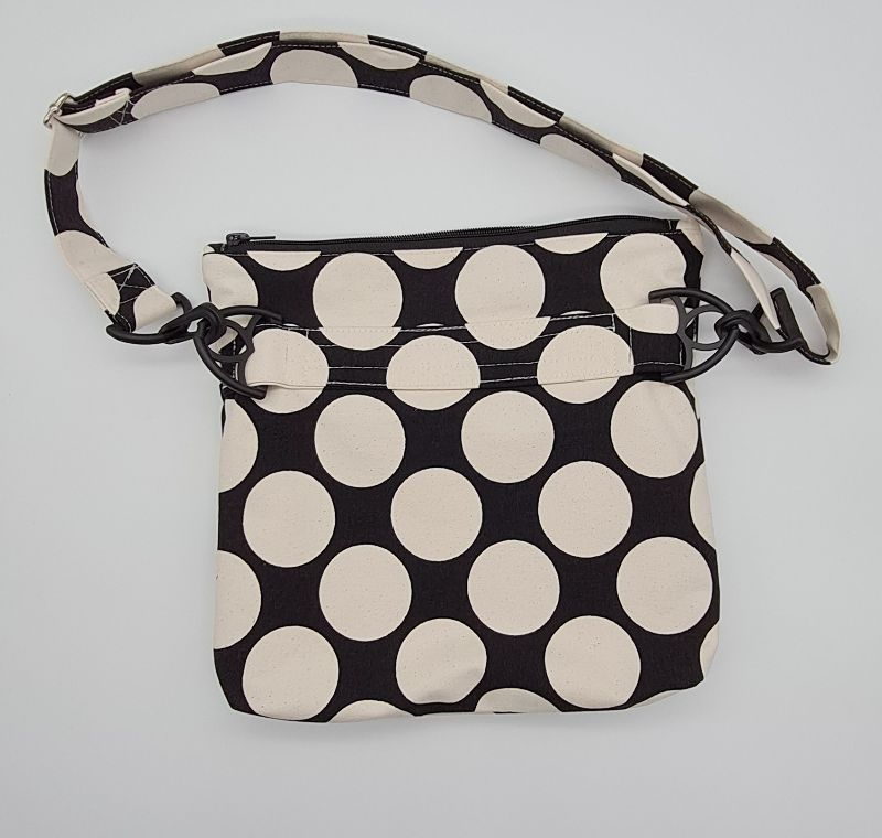 Kleinesbild - Bauchtasche Dots in schwarz, tragbar auch als Crossbag, Umhängetasche, handmade by la piccola Antonella