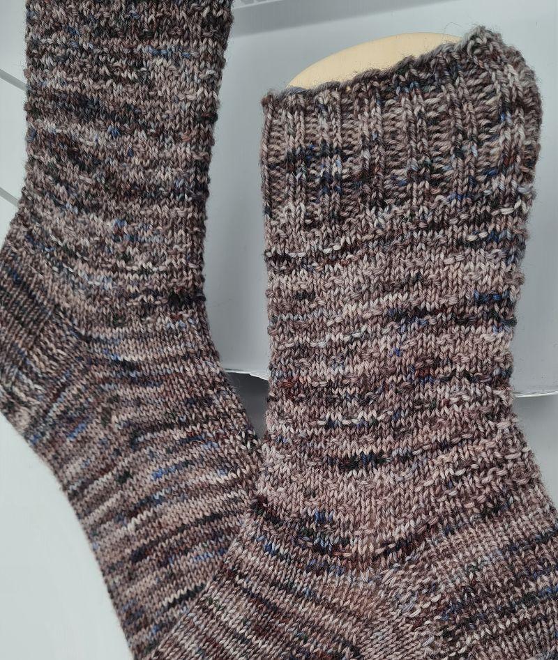 Kleinesbild - Gestrickte Socken hand-dyed in braun beige, Gr. 38/39, Stricksocken, Kuschelsocken, handgestrickt von  la piccola Antonella