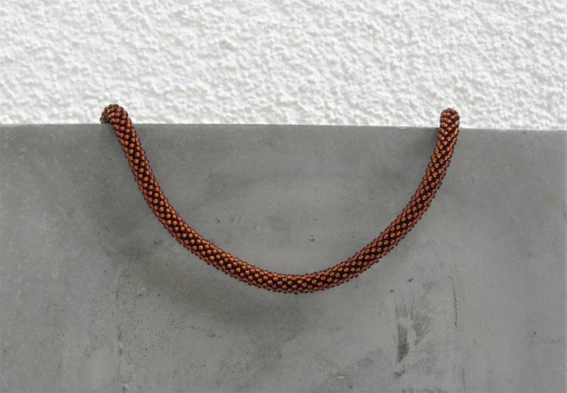 - kupferfarbene kurze Halskette aus glänzenden Rocailles-Perlen gehäkelt * herbstlich und edel - kupferfarbene kurze Halskette aus glänzenden Rocailles-Perlen gehäkelt * herbstlich und edel