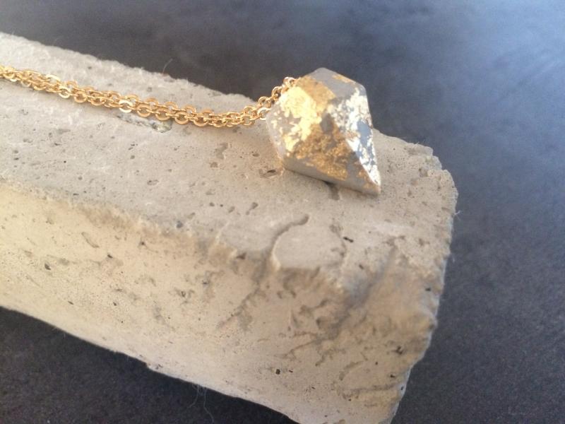 Kleinesbild - Betonschmuck Halskette gold Anhänger Diamant Kegel Geschenk