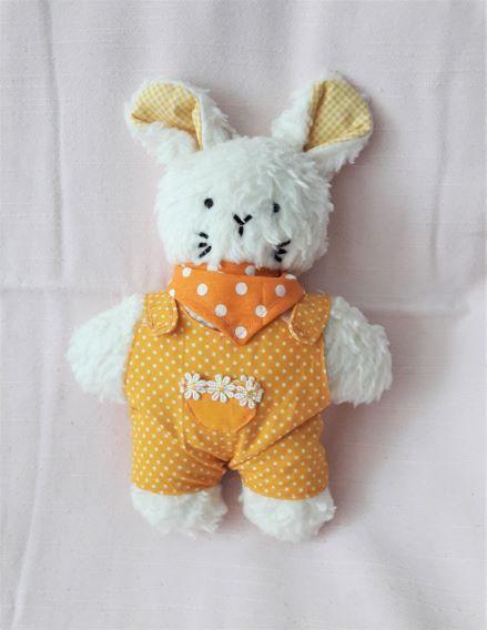 - Plüschhase handgefertigt beige  mit gelben Overall für Mädchen und Jungen - Plüschhase handgefertigt beige  mit gelben Overall für Mädchen und Jungen