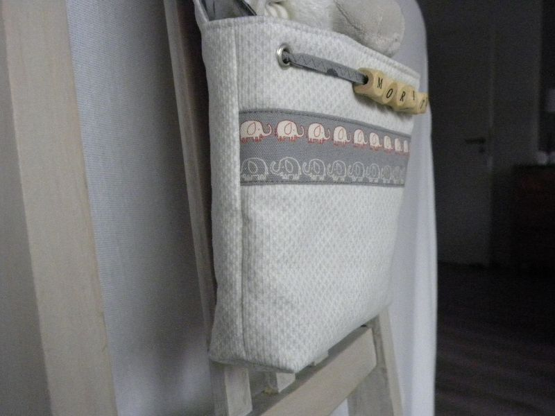 Kleinesbild - Bettutensilo Moritz leichter Babycord cremeweiß/helles grau, Baumwolle grau kleine Elefanten und Punkte mit persönlichem Namen