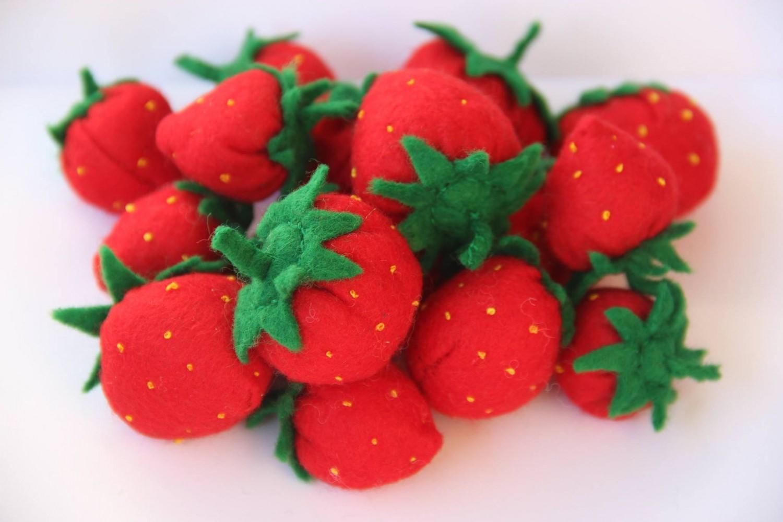 Kleinesbild - 4 Filz Erdbeeren