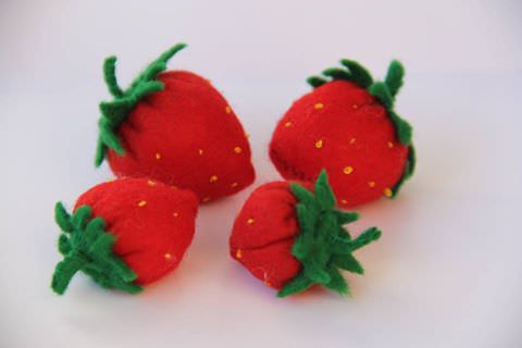 - 4 Filz Erdbeeren - 4 Filz Erdbeeren