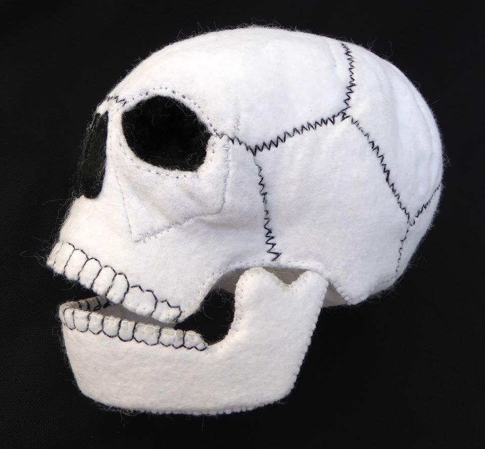 - Totenkopf aus Filz - Totenkopf aus Filz