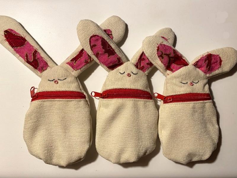- Kleine Hasen-Börse mit Reißverschluss, bestickt, gefüttert, ca. 15cm - Kleine Hasen-Börse mit Reißverschluss, bestickt, gefüttert, ca. 15cm