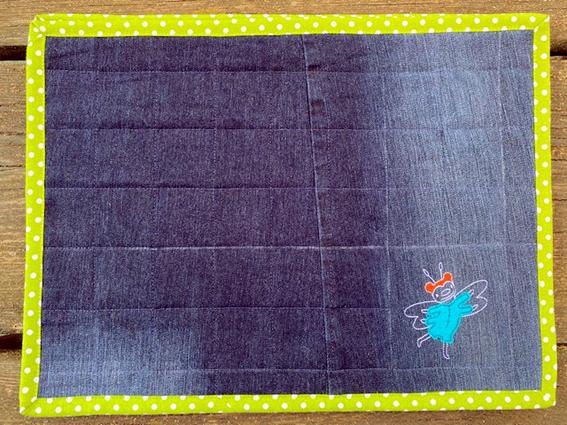 Kleinesbild - Frühstücksdeckchen aus ausrangierten Jeans, bestickt, gequiltet 43 x 32cm