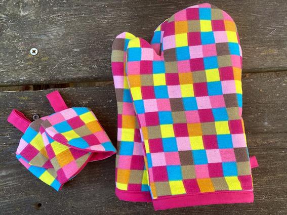 - Set Topfhandschuhe mit 2 passenden Eierwärmern - Set Topfhandschuhe mit 2 passenden Eierwärmern