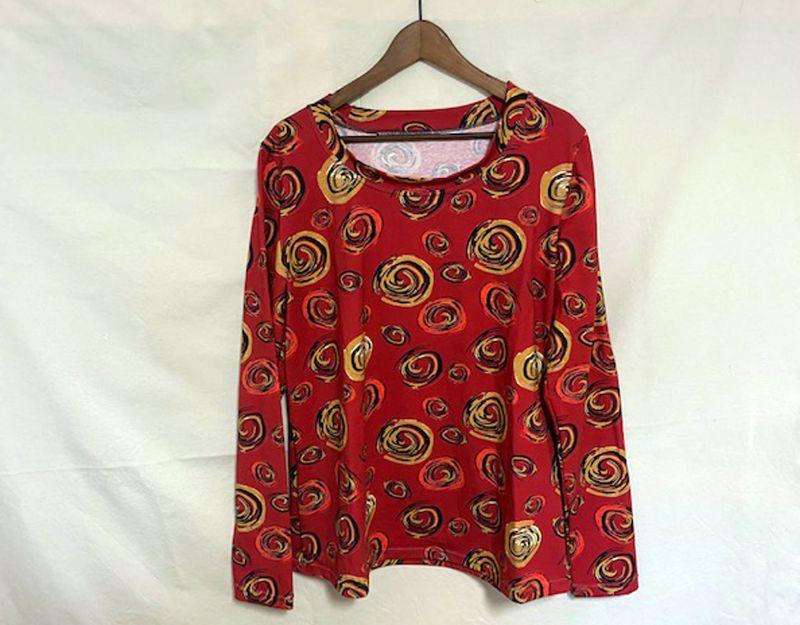 - Longshirt mit Motivdruck Rot mit Kringeln, 44/46 Jersey  - Longshirt mit Motivdruck Rot mit Kringeln, 44/46 Jersey