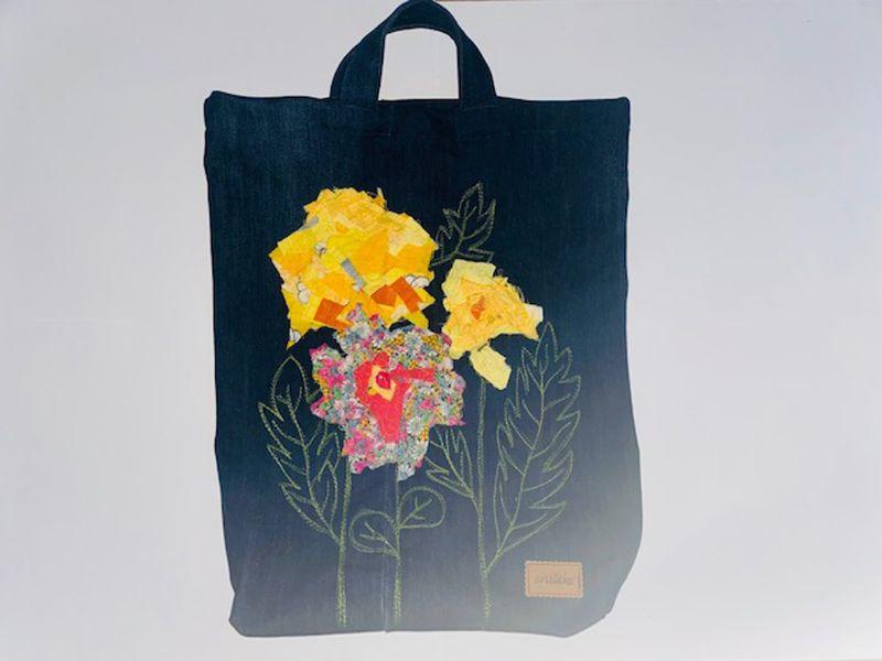 Kleinesbild - Jeans-Einkaufsbeutel bestickt Machinenmalerei Blumenmotiv in Konfetti-Technik ca. 35 x 50cm plus breiten Henkeln