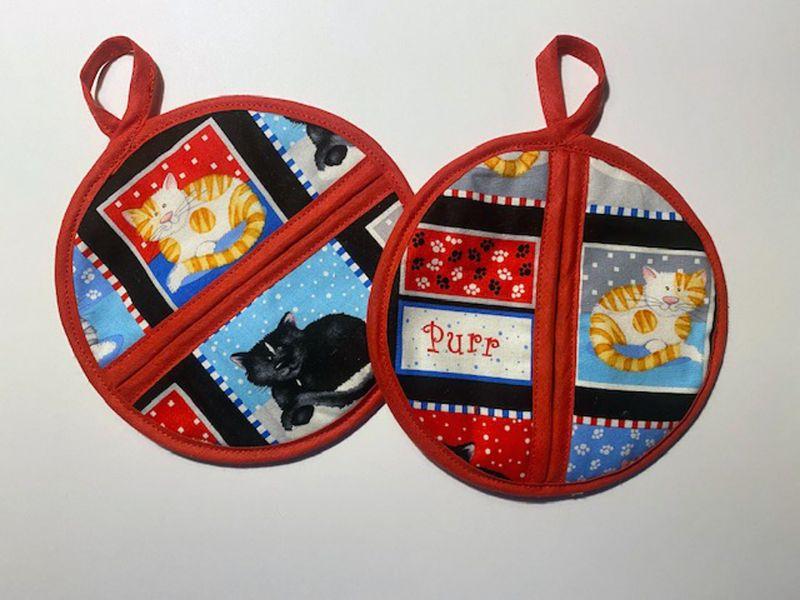Kleinesbild - 1 Paar Topflappen oder Untersetzer mit Katzenmotiven und ca. 16cm Durchmesser