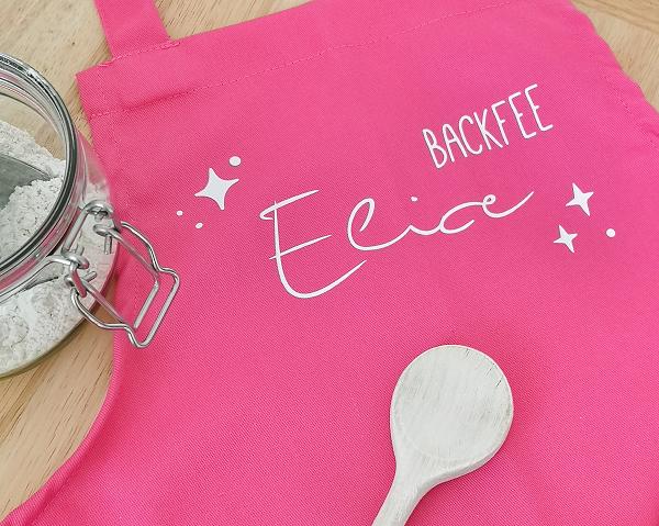 Kleinesbild - personalisierte pinke Kinderschürze mit Namen, Weihnachtsgeschenk, Geburtstagsgeschenk für Kinder