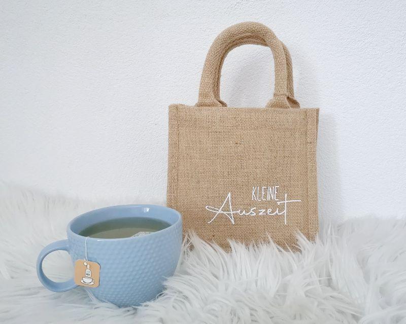 - Jutetasche, Geschenktasche mit Aufschrift Kleine Auszeit, nachhaltige Geschenkverpackung - Jutetasche, Geschenktasche mit Aufschrift Kleine Auszeit, nachhaltige Geschenkverpackung