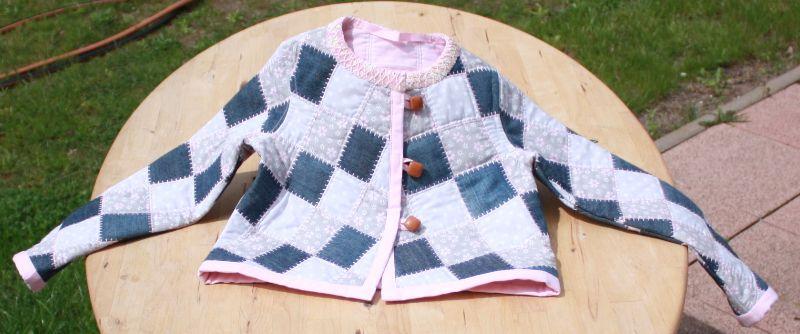 Kleinesbild - leichte Mädchen Steppjacke,- mit Jeans-Patch,- Upceycling,- Größe:116-122 cm,- Unikat