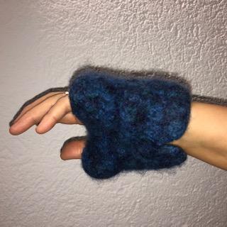 Kleinesbild - gehäkelt und gefilzte blaumelierte Armstulpen Größe M