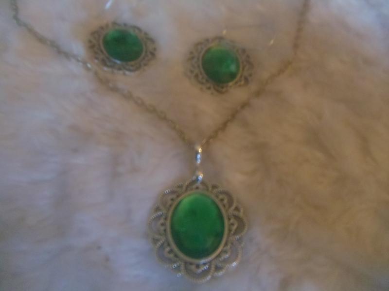- 3-teiliges Schmuckset mit Cabochonträger und Cabochons silber/smaragdgrün - 3-teiliges Schmuckset mit Cabochonträger und Cabochons silber/smaragdgrün
