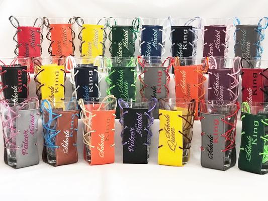 Kleinesbild - Glashalter Schorlehalter aus  Filz oder Kunstleder mit Wunschtext bestickt
