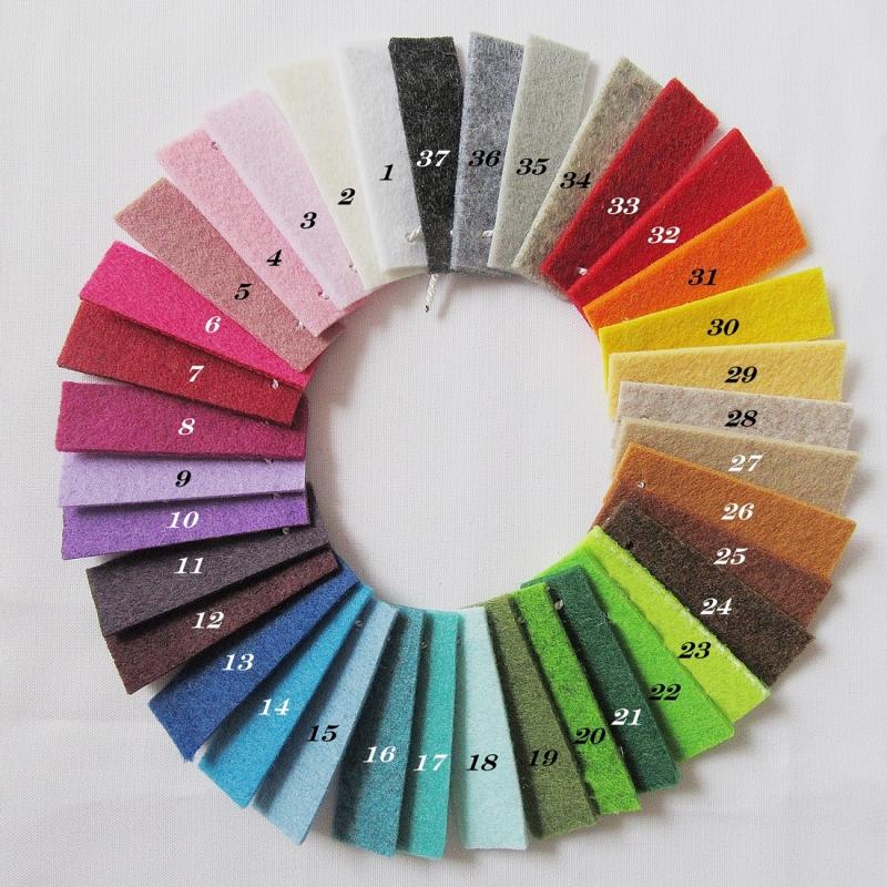 Kleinesbild - Schlüsselanhänger aus Filz mit Namen, auch in vielen anderen Farben erhältlich