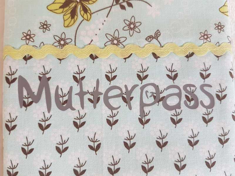 Kleinesbild - Handgefertigte Mutterpasshülle aus Stoff schönem Baumwollstoff