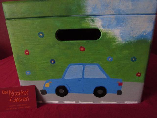 Kleinesbild - Handbemalte Erinnerungskiste aus Holz mit Fahrzeugmotiv