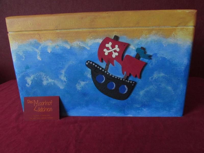 Kleinesbild - Handbemalte Erinnerungskiste aus Holz mit Piratenmotiv kaufen