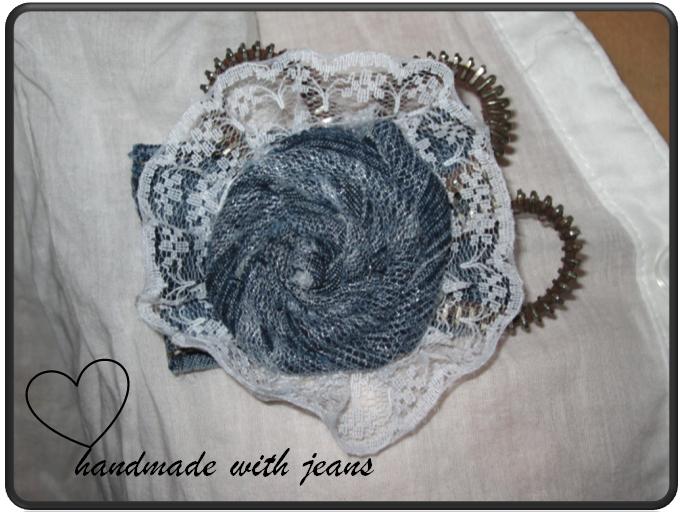 Kleinesbild - Brosche aus Jeans, Einzelstück, handgemacht (Kopie id: 19157)