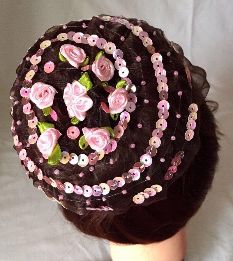 - Organzadutthäubchen mit rosa Bastelrosen, Pailletten und Miniperlen Größe L - Organzadutthäubchen mit rosa Bastelrosen, Pailletten und Miniperlen Größe L