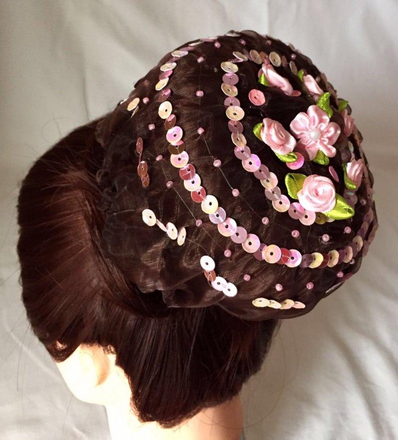 Kleinesbild - Organzadutthäubchen mit rosa Bastelrosen, Pailletten und Miniperlen Größe L