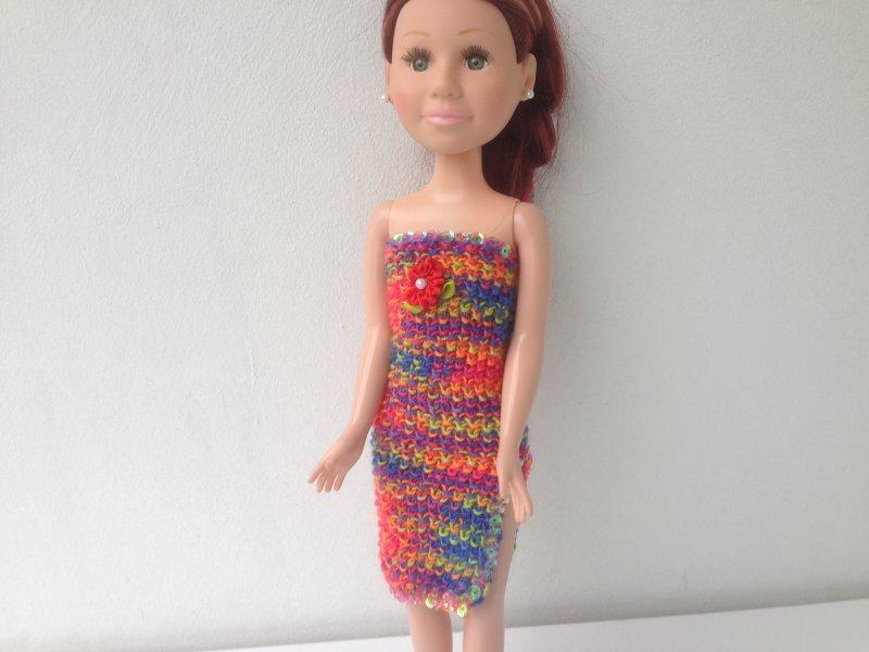 - Ein gestricktes Etuikleid bunt lang für eine schlanke Puppe von 40 cm Größe - Ein gestricktes Etuikleid bunt lang für eine schlanke Puppe von 40 cm Größe