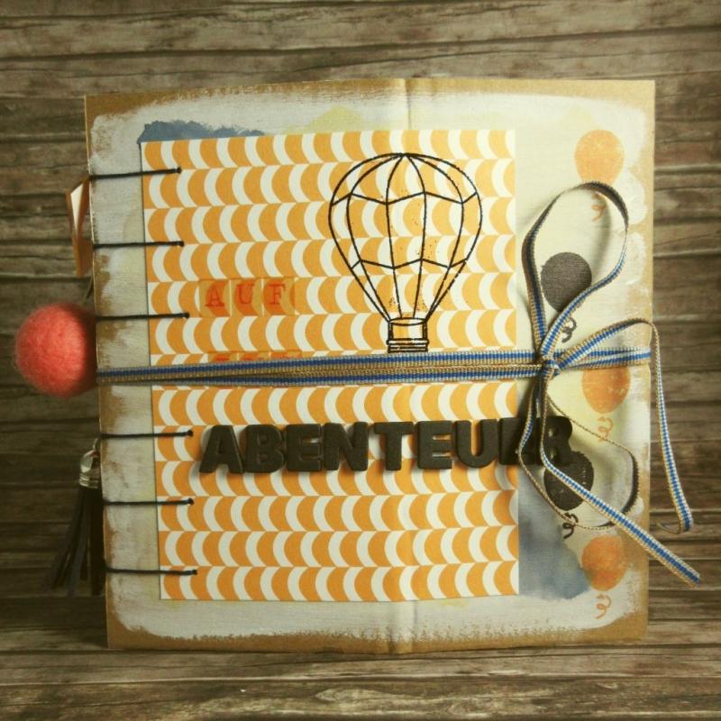 Kleinesbild - Erinnerungsbuch mit Coptic-Stitch-Bindung Reise mit Ballons in Orange, Blau, Rot, Grün, Grau und Weiß