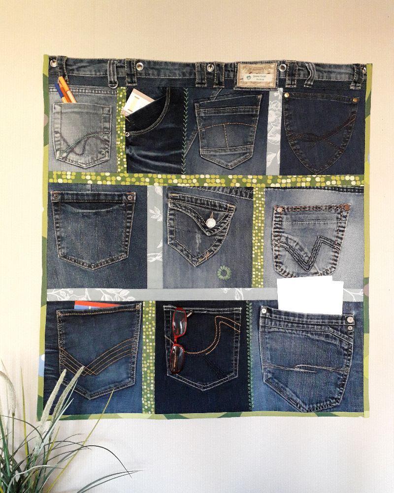 - Wandtasche aus Jeanshosentaschen in Blau-Grün mit Stickerei - Wandtasche aus Jeanshosentaschen in Blau-Grün mit Stickerei