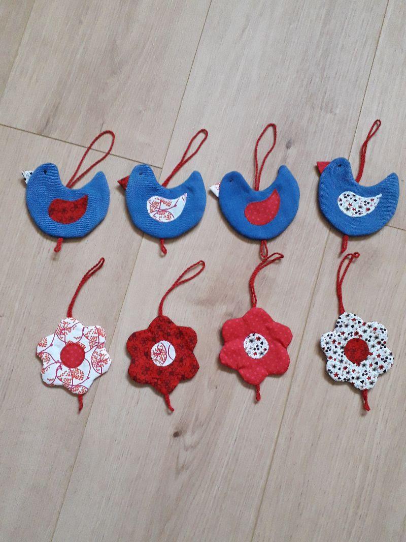 Kleinesbild - Vielseitige Stoff-Girlande mit Vögel und Blumen in Blau-Rot