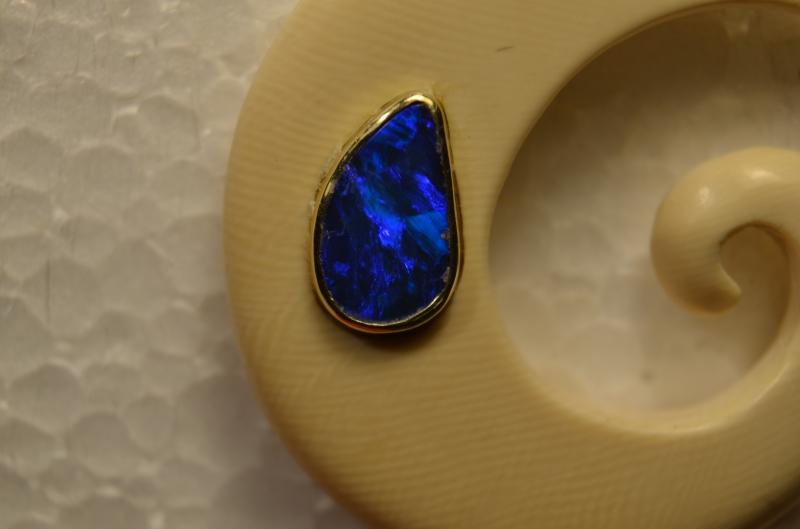 Kleinesbild - Handgefertigter Mammutelfenbeinanhänger mit eien blauen Opal -  Nr 28