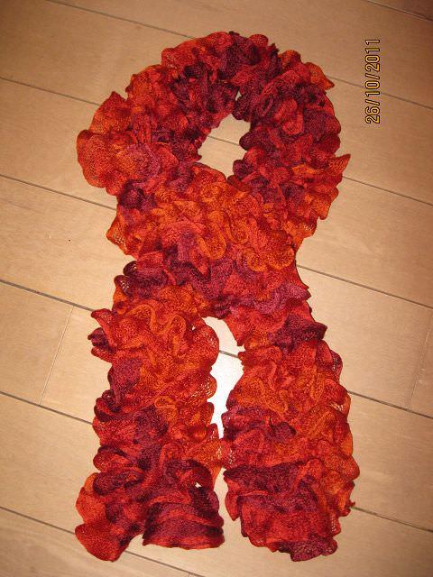 - Rüschen-Schal in lila-rot-orange - Rüschen-Schal in lila-rot-orange