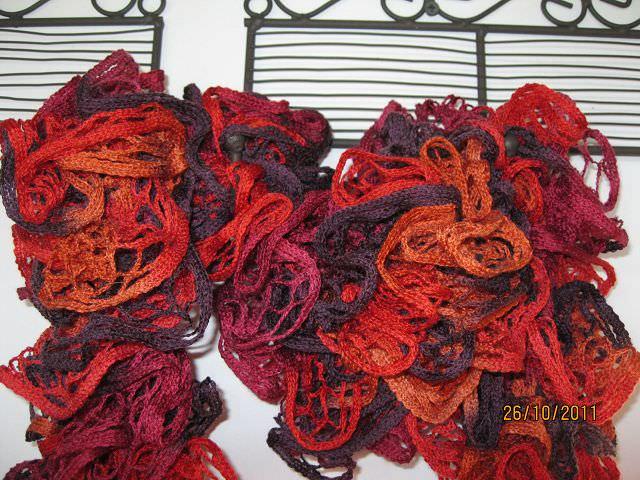 Kleinesbild - Rüschen-Schal in lila-rot-orange
