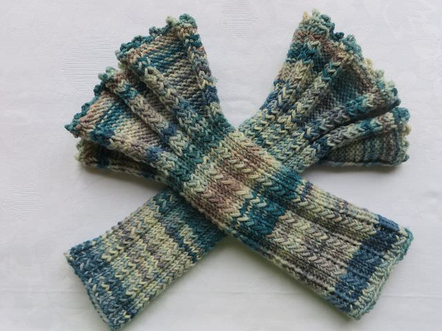 Kleinesbild - Armstulpen mit Rüschen handgestrickt kaufen