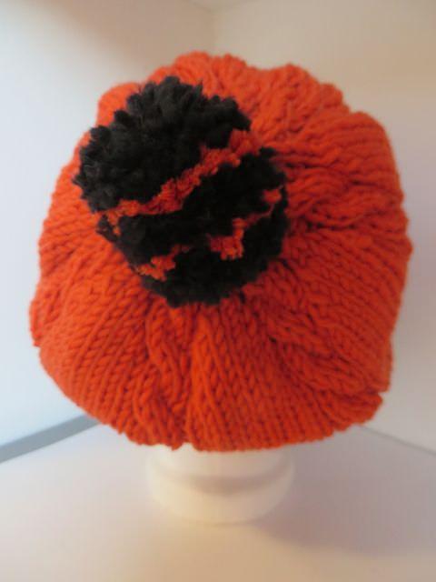 Kleinesbild - Strickmütze mit Zöpfen und Bommel orange