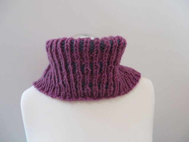 Kleinesbild - Loop / Kragenschal handgestrickt rosa und blau