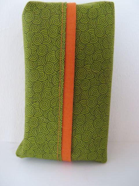 Kleinesbild - Tatüta grün mit Spiralen und orangem Innenfutter