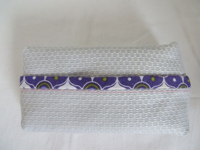 - Tatüta silber mit lila gemustertem Innenfutter - Tatüta silber mit lila gemustertem Innenfutter