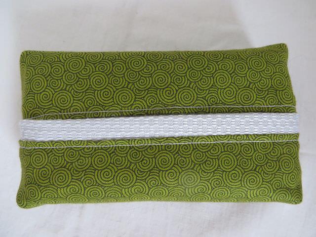 - Tatüta grün mit schwarzen Spiralen und silbernem Innenfutter  - Tatüta grün mit schwarzen Spiralen und silbernem Innenfutter