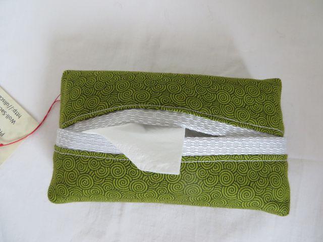 Kleinesbild - Tatüta grün mit schwarzen Spiralen und silbernem Innenfutter
