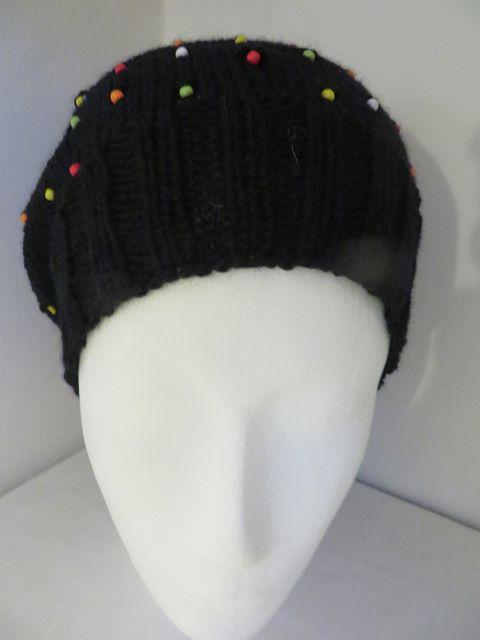 Kleinesbild - Mütze mit bunten Perlen aus 100 Prozent Merino  Onesize Unikat