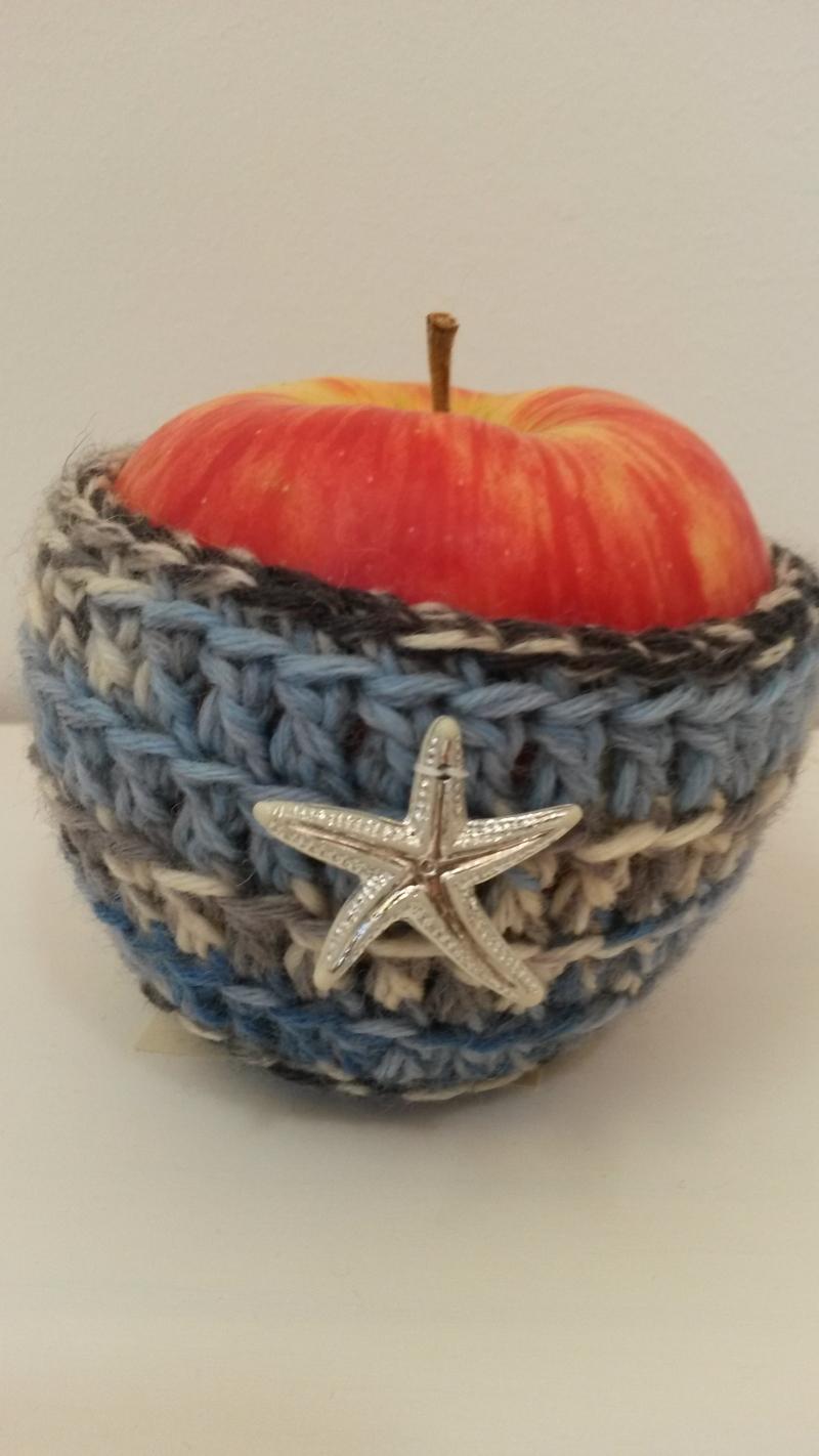 Kleinesbild - Apfeltäschchen blau weiß gehäkelt mit silbernem Seestern